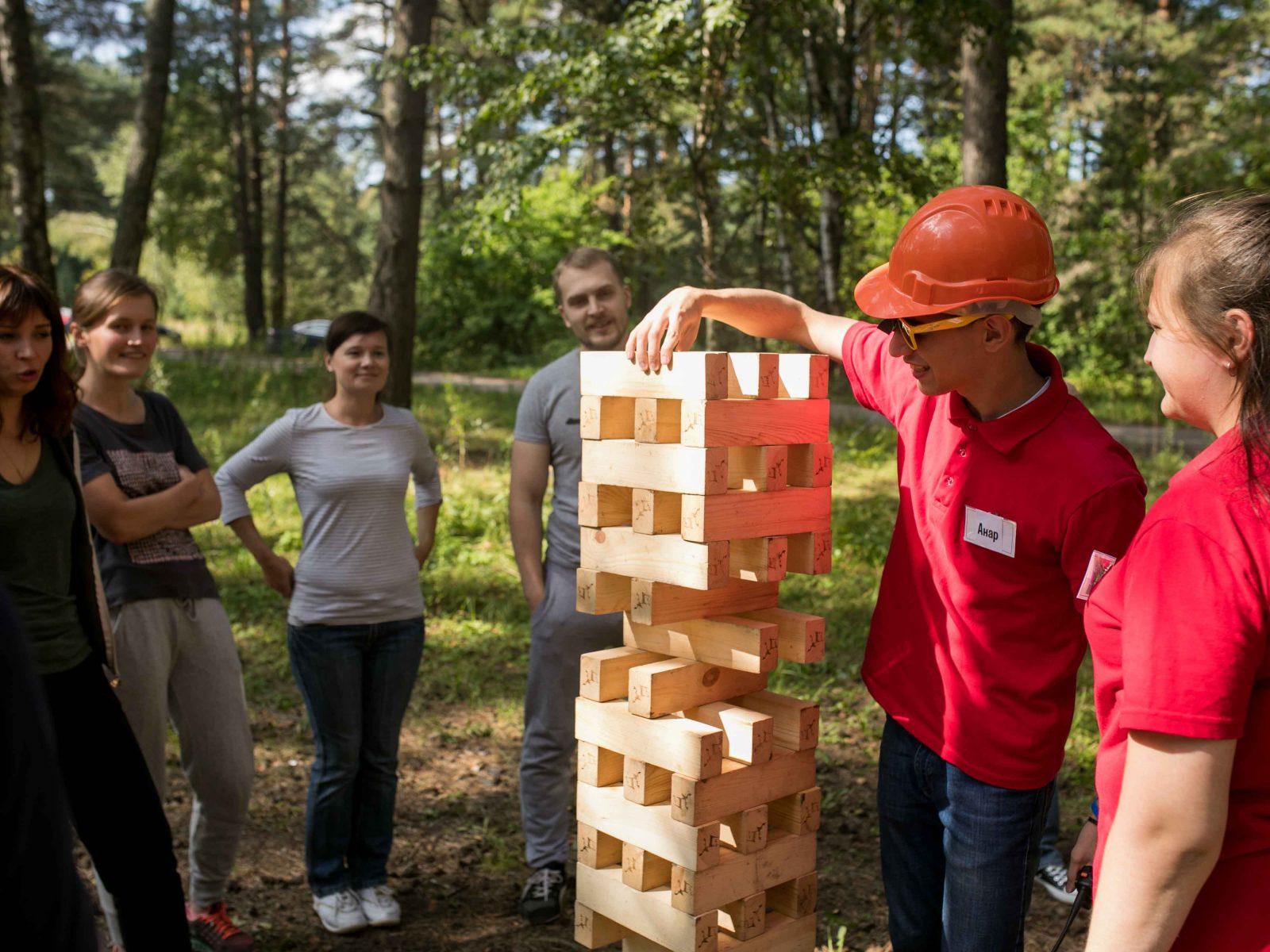 Фото проведения тимбилдинга по программе Дженга от RedG