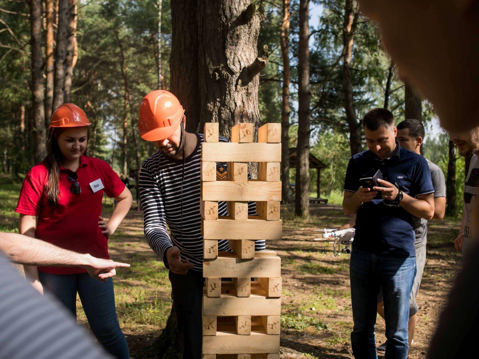 Фото проведения тимбилдинга по программе Дженга от Red-g