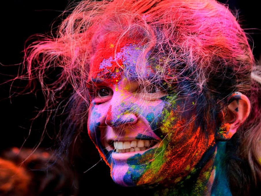 Фото проведения тимбилдинга по программе Краски Холи от RedG