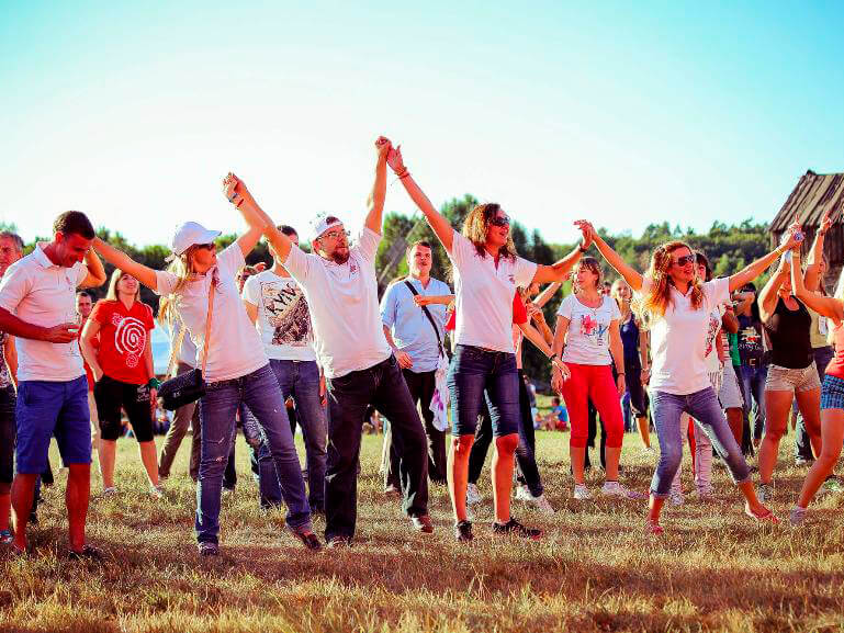 Фото проведения тимбилдинга по программе МегаПрятки от Red-G