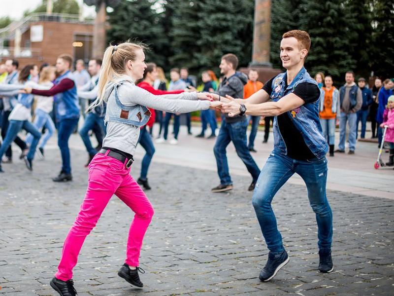 Фото проведения танцевального тимбилдинга от Red-G