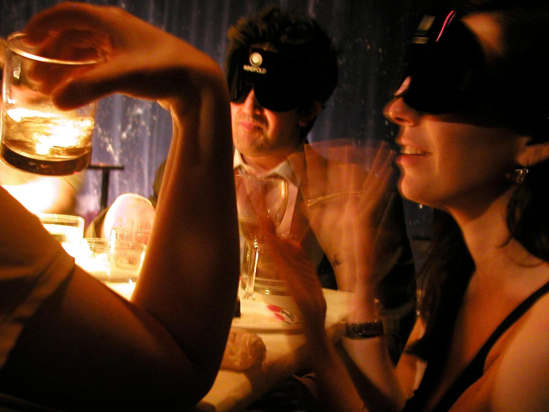 Фото проведения корпоратива в темноте от Red-G