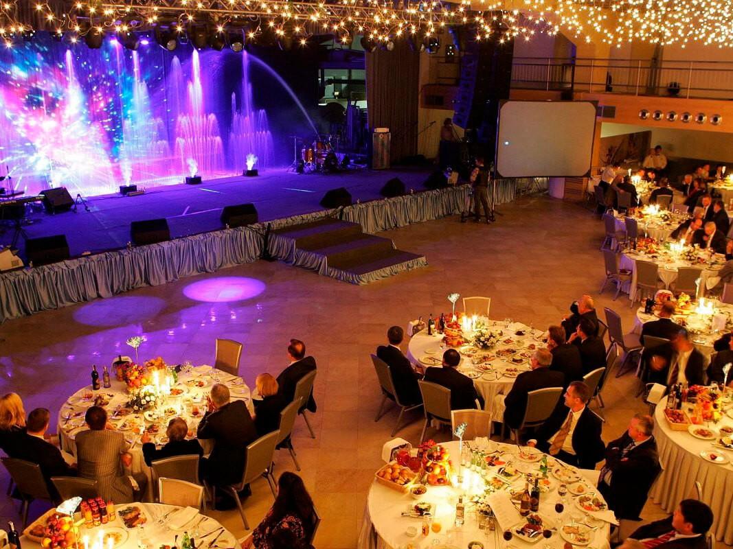 Фото проведения корпоратива по программе Вечер в Европе от RedG